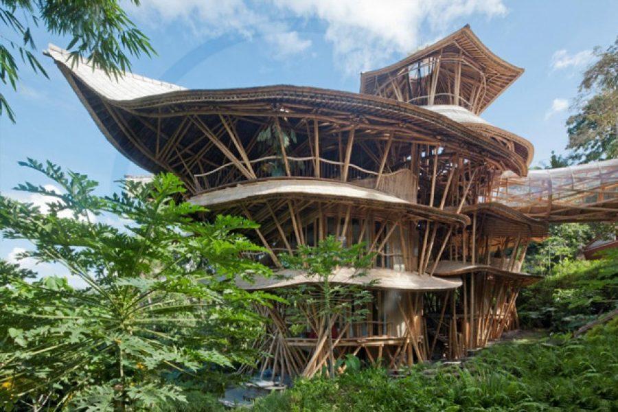 Fantástica casa feita de bambu