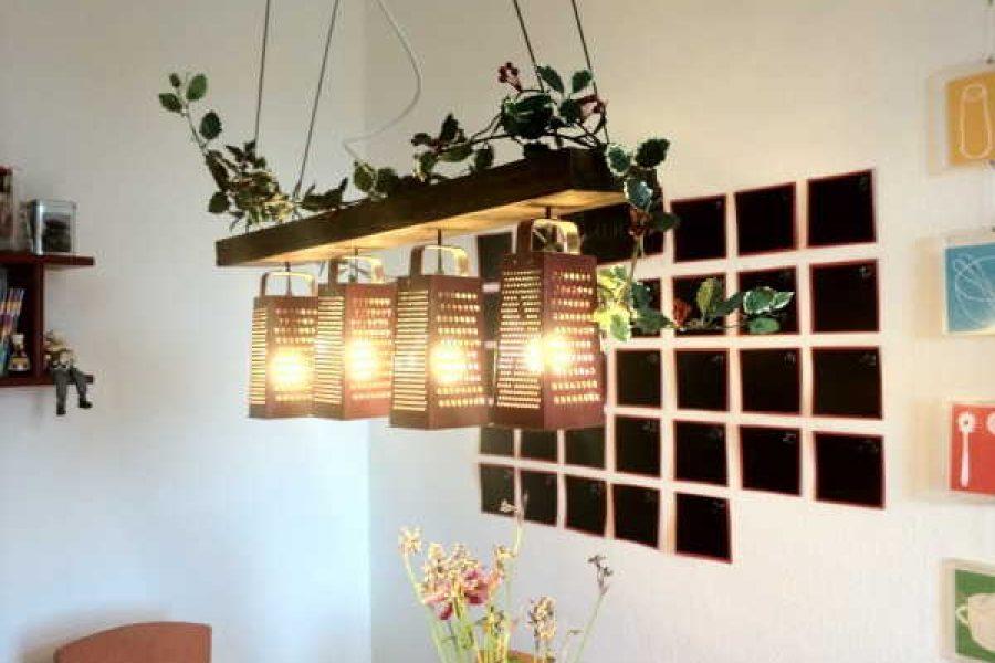 Faça uma luminária de ralador e decore sua casa