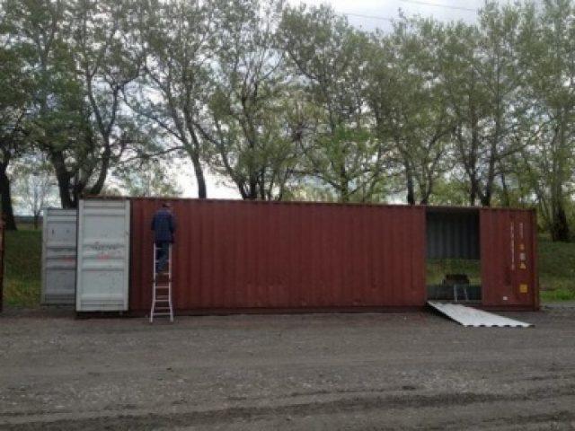 Mulher constrói a casa de seus sonhos com 4 containers velhos